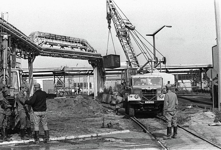 Фотография Игоря Костина. Работа на территории Чернобыльской атомной электростанции после аварии.