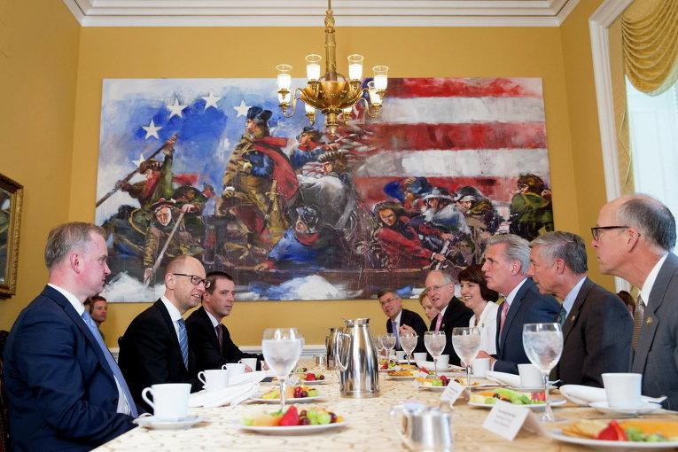 Премьер-министр Украины Арсений Яценюк встречается с лидером большинства в Палате Кевином Маккарти в Вашингтоне