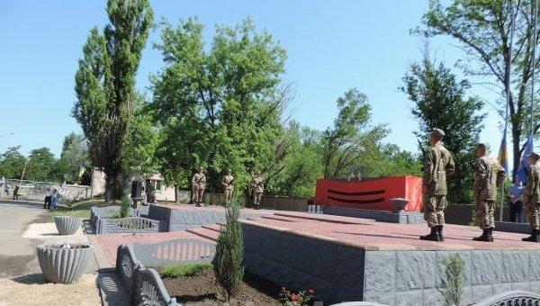 Мемориал военнослужащим, которые погибли в результате аварии Ил-76, в Мелитополе