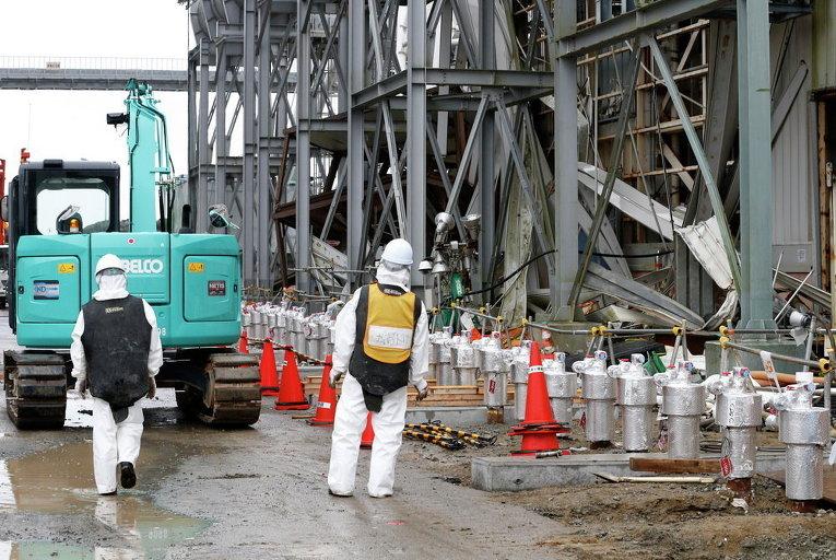Рабочие на АЭС в префектура Фукусима, Япония
