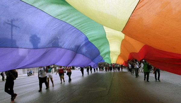 Радужный флаг на гей-параде
