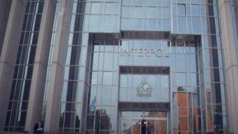 Интерпол в одностороннем порядке приостановил сотрудничество с ФИФА. Видео
