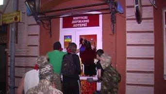 В Сумах Правый сектор совместно с СБУ громит подпольные казино. Видео