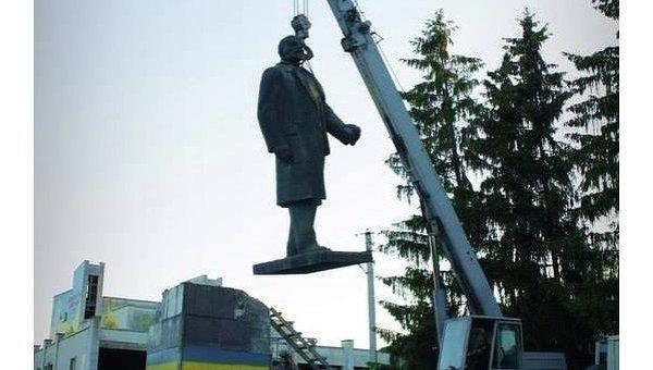 Краснокутск. Демонтаж памятника Ленину