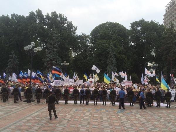Акции протеста профсоюзов и вкладчиков банков у здания парламента в Киеве, 16 июня 2015 г.