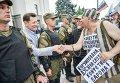 Возле Верховной Рады Украины состоялось несколько митингов, которые организовали представители профсоюзов и вкладчиков банков