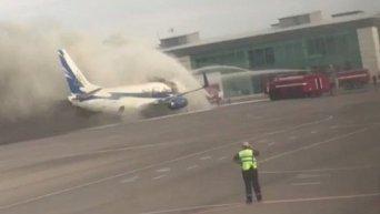 В аэропорту Актау произошло возгорание самолета Scat. Видео