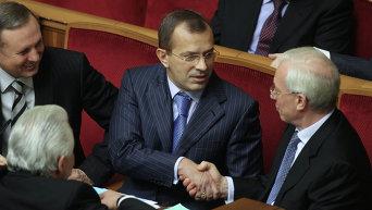 Андрей Клюев и Николай Азаров в Верховной Раде. Архивное фото