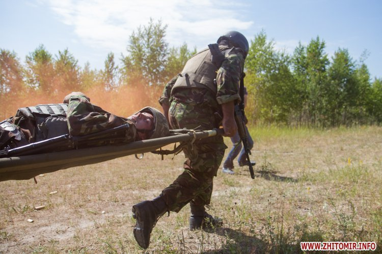 Учения по тактической медицине на полигоне под Житомиром