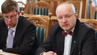 Посол Литвы в Украине Марюс Януконис (слева)