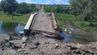 Взорванный мост на окраине прифронтового Троицкого