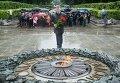 Петр Порошенко возложил цветы к могиле Неизвестного солдата в Киеве