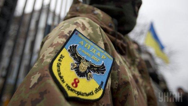Шеврон на рукаве бойца 24-го батальона территориальной обороны Айдар
