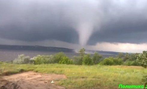 Торнадо в Днепропетровске. Видео