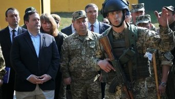 Министр национальной обороны Канады посетил Центр миротворчества и безопасности во Львовской области