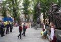Порошенко возложил цветы к памятнику Пылыпа Орлика