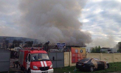Пожар на станции техобслуживания автомобилей в Харькове