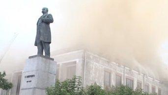 В Черкассах горит драматический театр. Видео