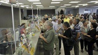 Очередь греческих пенсионеров в банковском отделении на острове Крит, 1 июля 2015 г.