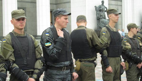 Охрана под Верховной Радой во время митинга