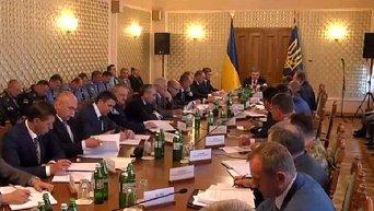 Петр Порошенко проводит совещание с силовиками во Львове, 2 июля 2015 г.