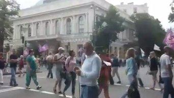 Участники Финансового майдана перекрыли автомобильное движение в Киеве под зданием Верховной Рады