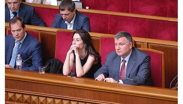 Министр внутренних дел Арсен Аваков и его заместитель Эка Згуладзе на заседании Верховной Рады, 2 июля 2015 года