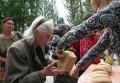 Раздача гуманитарной помощи в Донецке. Архивное фото
