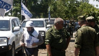 Военные и представители ОБСЕ в Широкино