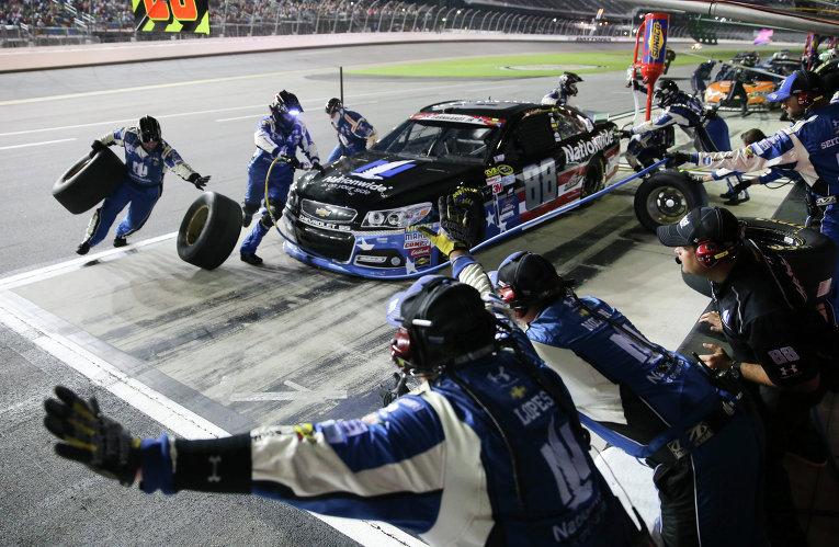 Авария на гоночной серии NASCAR в США