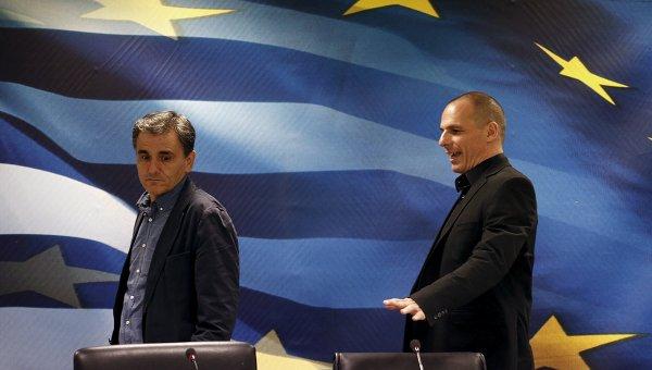 Бывший министр Финансов Греции Яннис Варуфакис и новый глава минфина Эвклид Цакалотос