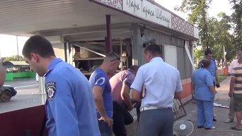 На месте взрыва на автобусной остановке под Киевом. Видео