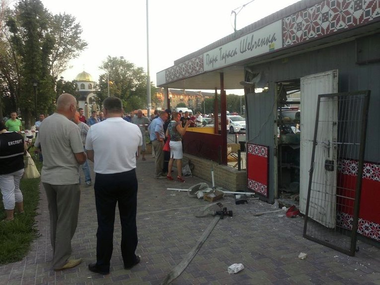 На месте взрыва на остановке в Броварах