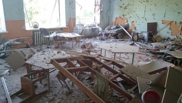 Последствия обстрела в Докучевске. Архивное фото