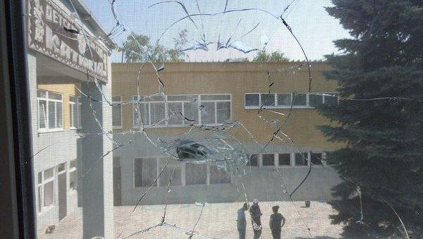 Последствия обстрела в Тельманово. Арихвное фото