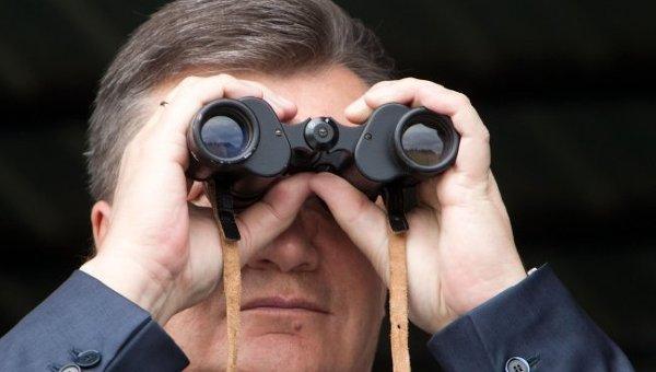 Президент Украины Виктор Янукович наблюдает за чениями ГСЧС
