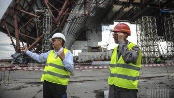 Строительство арки на Чернобыльской АЭС