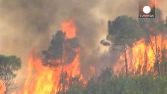 Испания: жара мешает пожарным справиться с огнем