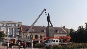 В Артемовске сняли памятник Артему (ненорм.лексика)