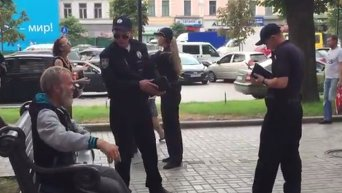 Стычка патрульного и пьяного в центре Киева