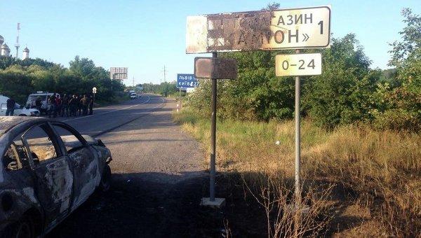 Уничтоженные машины на месте столкновения Правого сектора и милиции Мукачево