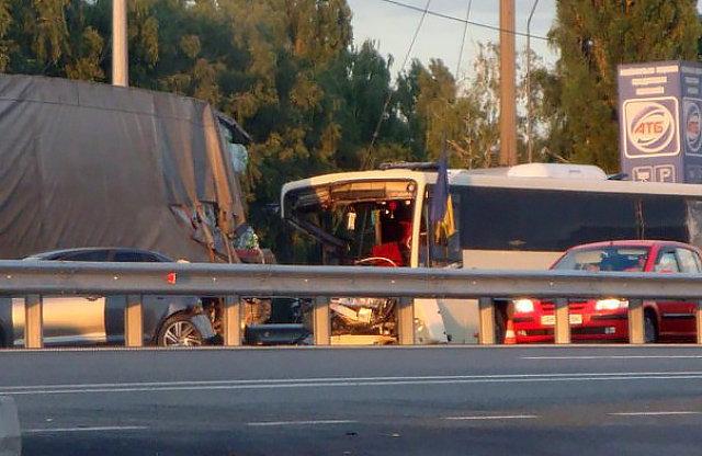 На месте аварии автобуса, в котором ехали бойцы Нацгвардии из Винницкой области