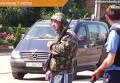 Мужчина с оружием на мобильном посту в Мукачево