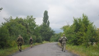 Силовики в селе Бобовище на Закарпатье во время спецоперации по поимке бойцов Правого сектора