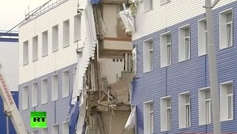 В Омске под завалами рухнувшей казармы погибли 23 солдата. Видео