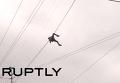 Парень повис на проводах при попытке пересечь Невский проспект. Видео