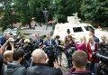 Глава Укроборонпрома Роман Романов возле броневика Дозор во Львове