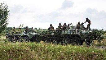 Военная техника силовиков в селе Бобовище в окрестностях Мукачево Закарпатской области