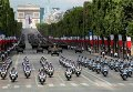Парад во время празднования Дня взятия Бастилии в Париже