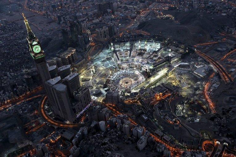 Мусульмане в Мекке молятся во время священного месяца Рамадан